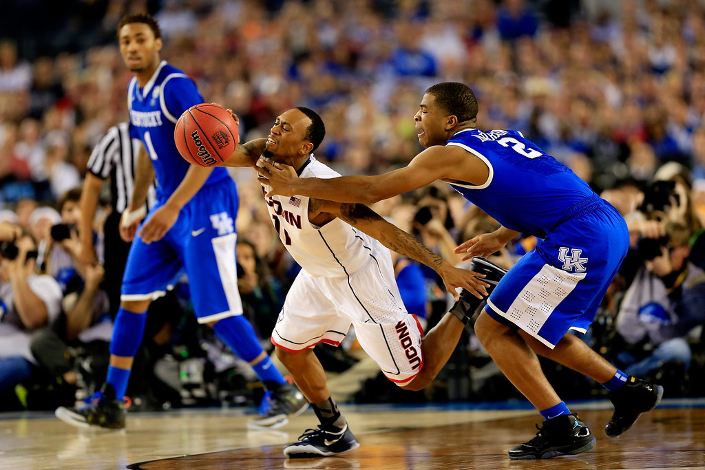 . ARLINGTON, TX - APRIL 07: Aaron Harrison #2 of the Kentucky Wildcats defends against Ryan Boatright #11 of the Connecticut Huskies during the NCAA Men\'s Final Four Championship at AT&T Stadium on April 7, 2014 in Arlington, Texas.  (Photo by Jamie Squire/Getty Images)