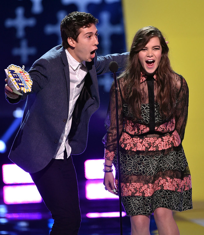 . Actors Nat Wolff (L) and Hailee Steinfeld onstage during FOX\'s 2014 Teen Choice Awards at The Shrine Auditorium on August 10, 2014 in Los Angeles, California.  (Photo by Kevin Winter/Getty Images)