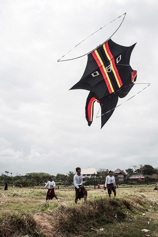 . A traditional kite flies the during Bali Kite Festival  on July 26, 2013 in Denpasar, Bali, Indonesia. The event is a seasonal religious festival, which is intended to send a message to Hindu Gods to create abundant harvests and crops. Aproximately 1121 traditional kites are flown during the three day annual Festival.  (Photo by Putu Sayoga/Getty Images)