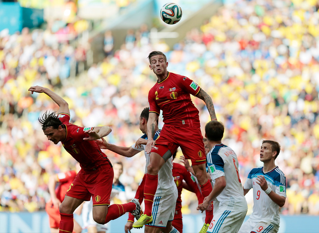 . Belgium\'s Toby Alderweireld, centre, heads the ball during the group H World Cup soccer match between Belgium and Russia at the Maracana stadium in Rio de Janeiro, Brazil, Sunday, June 22, 2014. (AP Photo/Ivan Sekretarev)