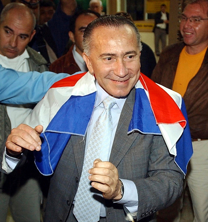 . Former Paraguayan army commander Lino Oviedo is greeted by supporters before boarding a plane back to Paraguay at Foz Do Iguacu airport, after living in Brazil as a fugitive since the year 2000, in this June 29, 2004 file photo. Paraguayan presidential candidate Oviedo, who led a 1989 coup that overthrew dictator Alfredo Stroessner, died in a helicopter crash over the weekend. Police rescuers found his body on February 3, 2013 in the wreckage of a helicopter crash in northern Paraguay where he was traveling for a campaign event. He was 69. REUTERS/Jorge Adorno/Files