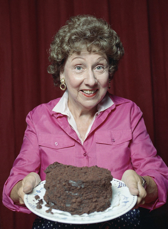 """. Jean Stapleton in the off-Broadway musical theater piece called \""""Bob Appetit\"""" in 1991. (AP Photo)"""