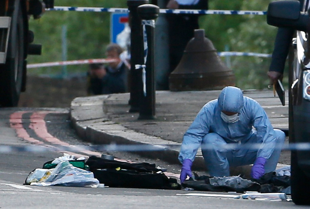 . A police forensics officer investigates a crime scene where one man was killed in Woolwich, southeast London May 22, 2013.   REUTERS/Stefan Wermuth