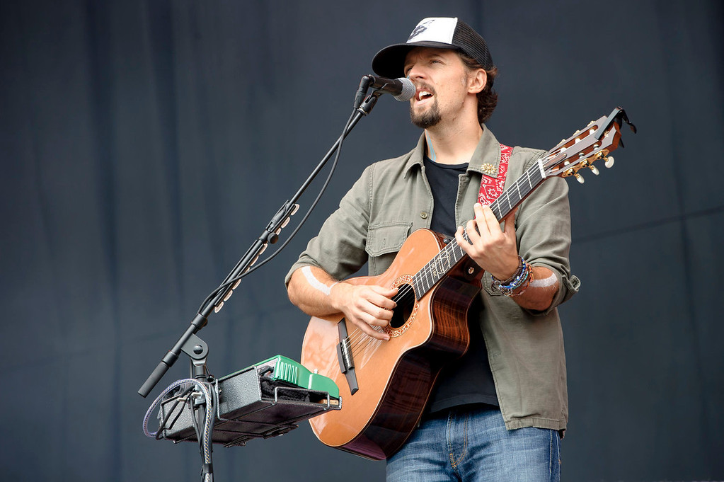 . U.S singer Jason Mraz performs at the V Festival in Chelmsford, England, Sunday, Aug. 18, 2013. (Photo by Jonathan Short/Invision/AP)