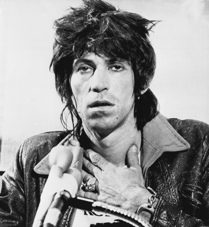 . Keith Richards, guitarist for the Rolling Stones, talks to newsmen at a press conference in Toronto, Canada on Tuesday, Oct. 24, 1978. Richards was placed on one year\'s probation for possessing heroin and ordered to give a benefit concert for the blind in Toronto. The 34-year-old British musician pleaded guilty to the possession charge. (AP Photo/Blaise Edwards)