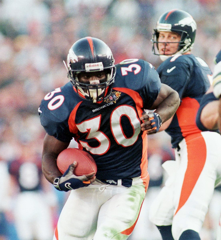 . Terrell Davis runs for yardage during the first quarter  of play during Super Bowl XXXII agianst Green Bay Packers.  (Andy Cross/The Denver Post)
