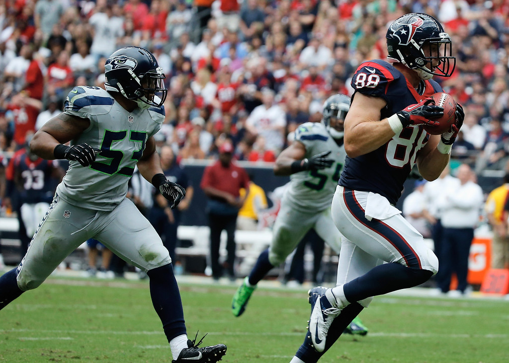 . HOUSTON, TX - SEPTEMBER 29:  Garrett Graham #88 of the Houston Texans runs in a 31 yard second quarter touchdown against the Seattle Seahawks at Reliant Stadium on September 29, 2013 in Houston, Texas.  (Photo by Scott Halleran/Getty Images)