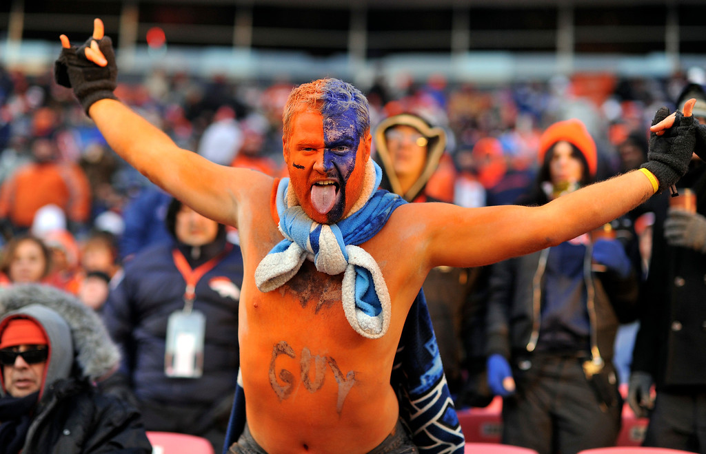 . Broncos fan Chris Sutton of Pueblo, Colo., braves the cold while going shirtless during the third quarter (Photo by Hyoung Chang/The Denver Post)