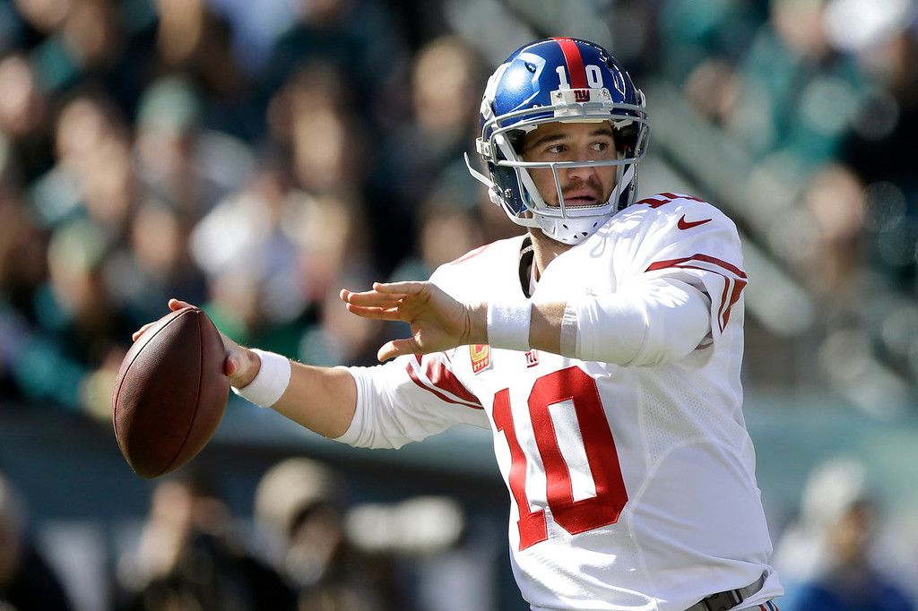 . New York Giants quarterback Eli Manning (10) throws a pass against the Philadelphia Eagles during the first half of an NFL football game Sunday, Oct. 27, 2013, in Philadelphia. (AP Photo/Matt Rourke)