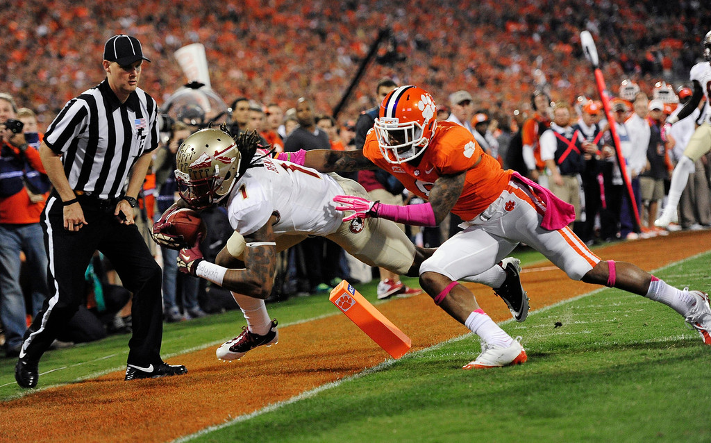 . Florida State wide receiver Kelvin Benjamin (1) makes the catch for a touchdown against Clemson cornerback Darius Robinson (8) during the first half of an NCAA college football game, Saturday, Oct. 19, 2013, in Clemson, S.C. (AP Photo/Richard Shiro)