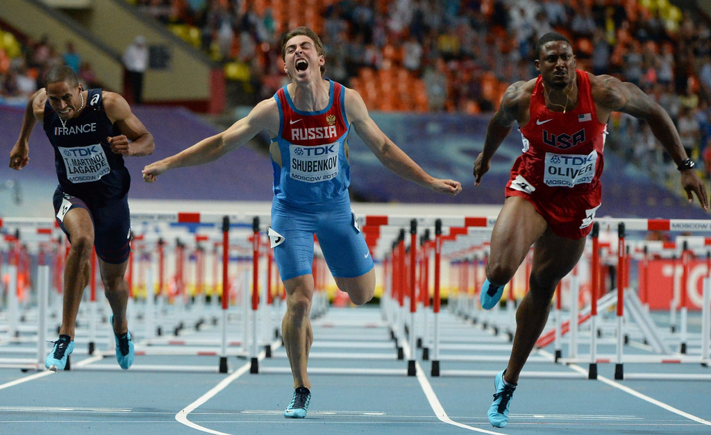 . US\'s David Oliver (R) wins the men\'s 110 meters hurdles final at the 2013 IAAF World Championships at the Luzhniki stadium in Moscow on August 12, 2013. AFP PHOTO / OLIVIER  MORIN/AFP/Getty Images