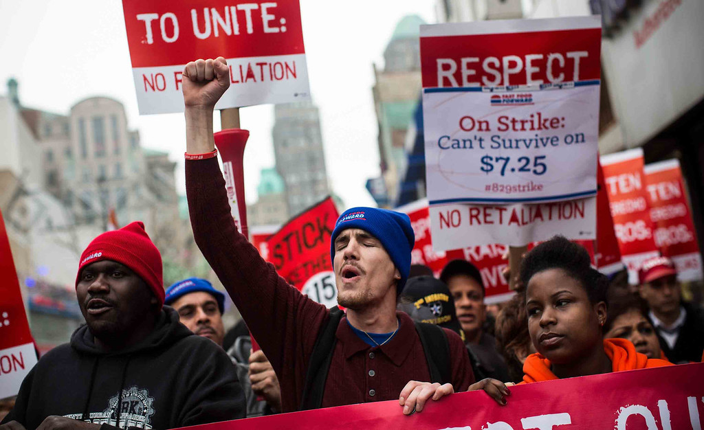 . Protesters rally outside of a Wendy\'s in support of raising fast food wages from $7.25 per hour to $15.00 per hour on December 5, 2013 in the Brooklyn borough of New York City.   (Photo by Andrew Burton/Getty Images)