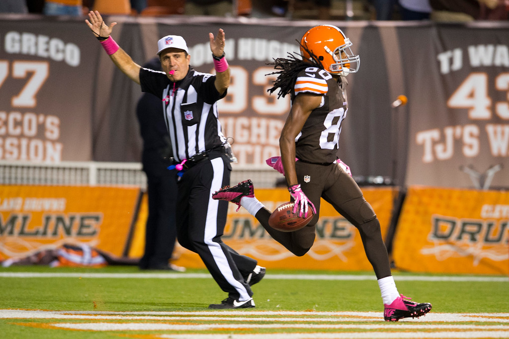 . CLEVELAND, OH - OCTOBER 03: Wide receiver Travis Benjamin #80 of the Cleveland Browns returns a kickoff for a touchdown during the first half against the Buffalo Bills at FirstEnergy Stadium on October 3, 2013 in Cleveland, Ohio. (Photo by Jason Miller/Getty Images)