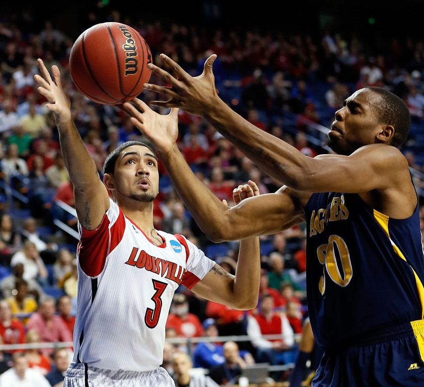 . LEXINGTON, KY - MARCH 21:  Peyton Siva #3 of the Louisville Cardinals fights for the loose ball against Lamont Middleton #30 of the North Carolina A&T Aggies during the second round of the 2013 NCAA Men\'s Basketball Tournament at the Rupp Arena on March 21, 2013 in Lexington, Kentucky.  (Photo by Kevin C. Cox/Getty Images)