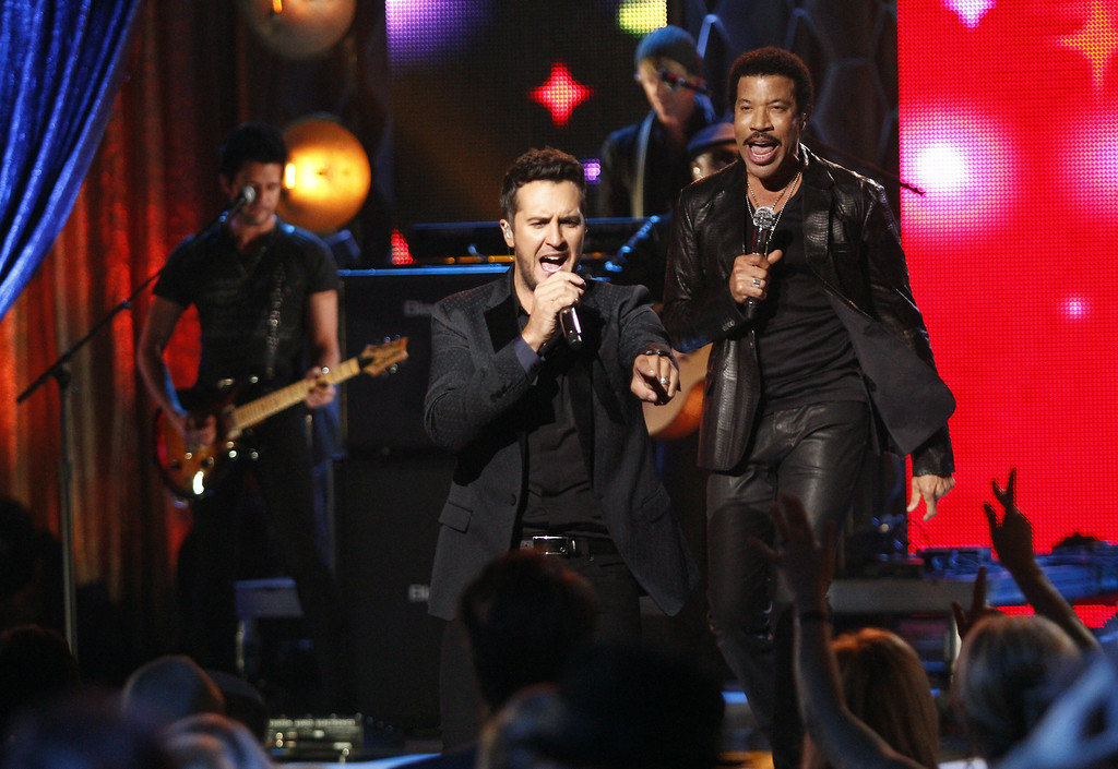 """. Luke Bryan, front, and Lionel Richie perform at the CMT \""""Artists of the Year\"""" show held at the Music City Center on Tuesday, Dec. 3, 2013, in Nashville, Tenn. (Photo by Wade Payne/Invision/AP)"""