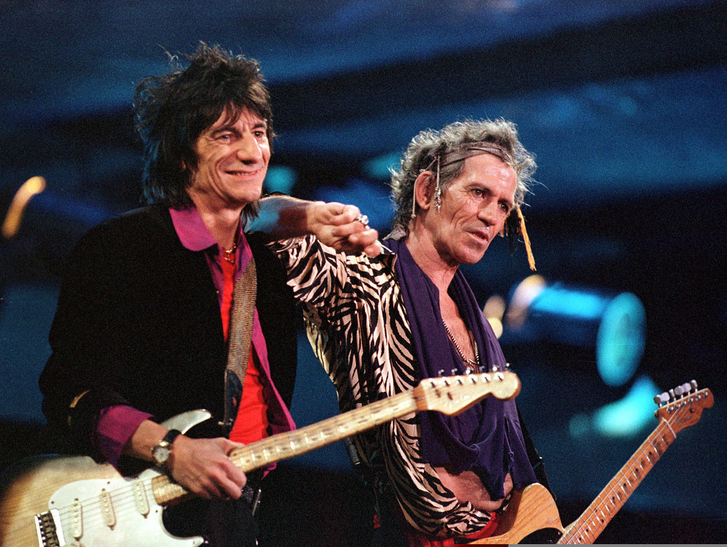 . Rolling Stones members Ronnie Wood, left, and Keith Richards, right, perform at their last concert of the Bridges to Bablyon World Tour\'98 for 35,000 people at Ali Sami Yen Stadium in Istanbul, late Saturday night, September 19, 1998. (AP Photo/Murad Sezer)