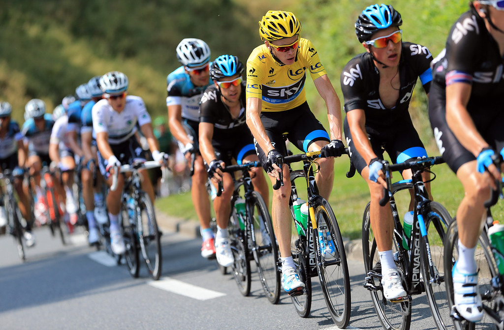 . LYON, FRANCE - JULY 13:  Current race leader and wearer of the Maillot Jaune, Chris Froome of Great Britain and SKY Procycling (C) rides in the bunch stage fourteen of the 2013 Tour de France, a 191KM road stage from Saint-Pourcain-sur-Sioule to Lyon, on July 13, 2013 in Lyon, France.  (Photo by Doug Pensinger/Getty Images)