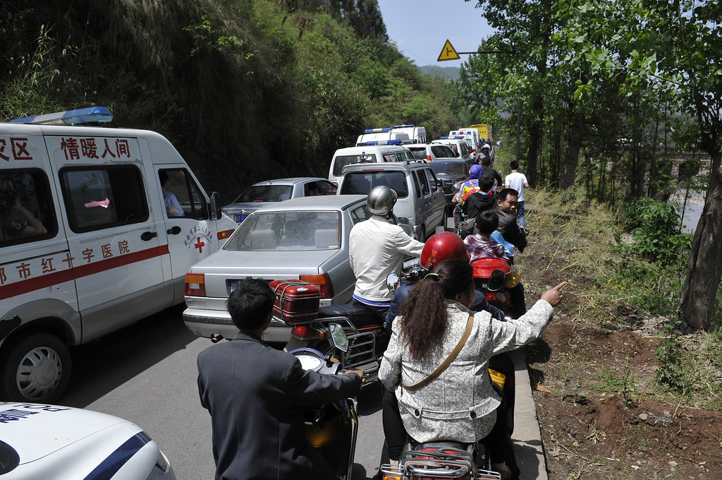 . CHONGQUING, CHINA - APRIL 20:  (CHINA OUT) Traffic is jammed after the earthquake-hit region of Southwest China\'s Sichuan Province on April 20, 2013 in Chongqing, China. A 7.0-magnitude earthquake rocked the Ya\'an county of Sichuan province.  (Photo by ChinaFotoPress/Getty Images)
