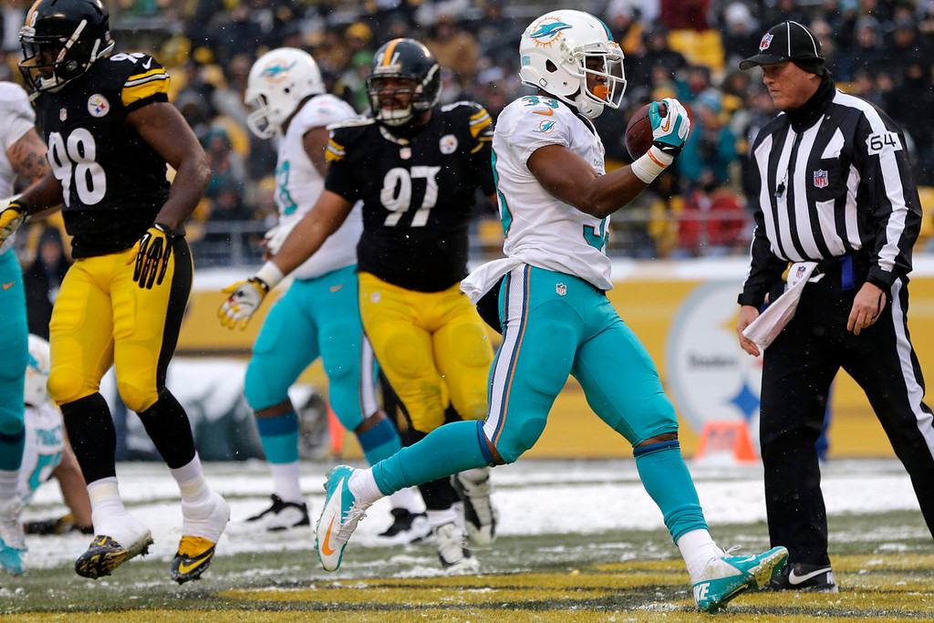 . Miami Dolphins running back Daniel Thomas (33) runs into the end zone untouched for a touchdown in the second half of an NFL football game against the Pittsburgh Steelers in Pittsburgh, Sunday, Dec. 8, 2013. (AP Photo/Tom E. Puskar)
