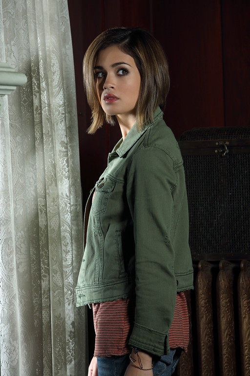 ". RAVENSWOOD - Nicole Gale Anderson stars as Miranda on ABC Family\'s ""Ravenswood.\"" (ABC FAMILY/Bob D\'Amico)"