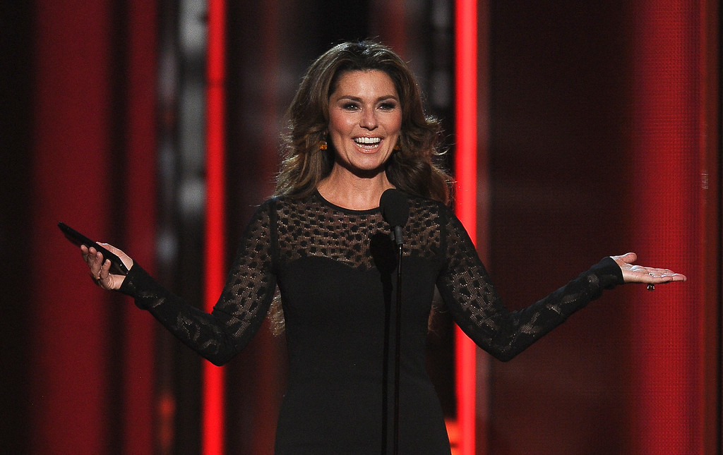 . Shania Twain presents the award for top rock album at the Billboard Music Awards at the MGM Grand Garden Arena on Sunday, May 18, 2014, in Las Vegas. (Photo by Chris Pizzello/Invision/AP)