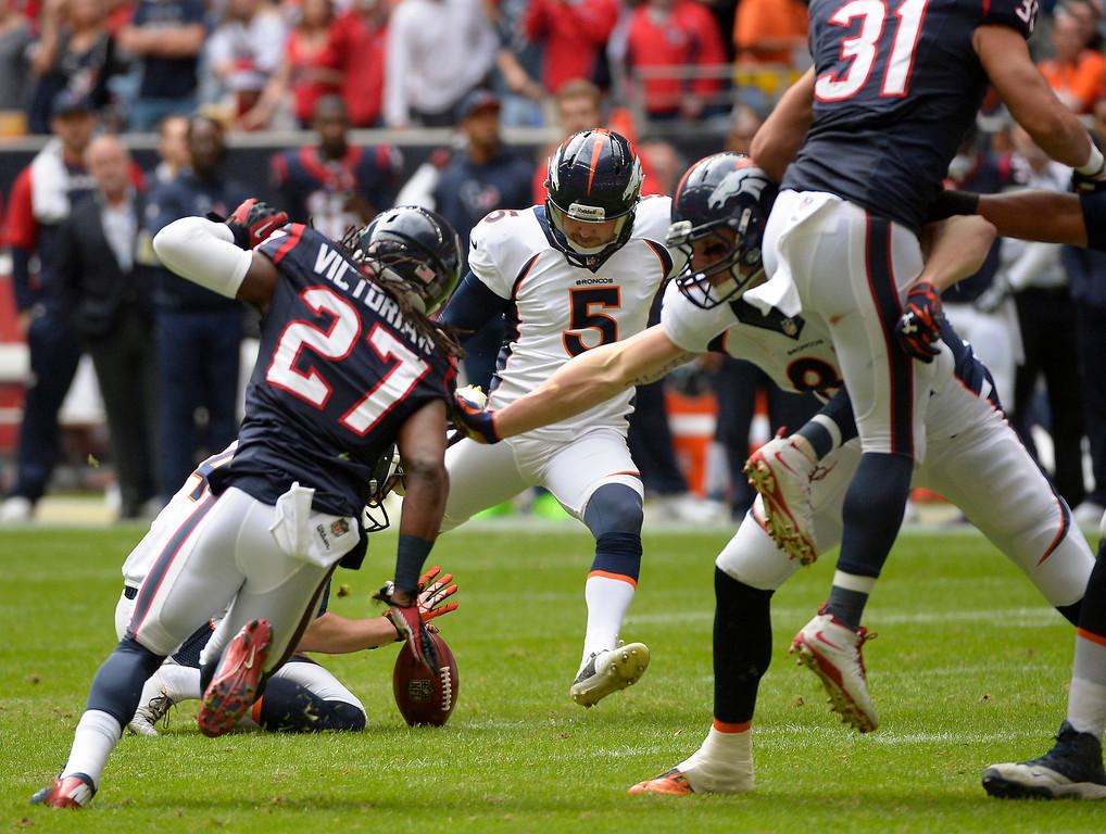 . Kicker Matt Prater #5 of the Denver Broncos makes the score 3-0 with 8:50 left in the first quarter as the Denver Broncos vs the Houston Texans at Reliant Stadium December 22, 2013 Houston, Texas. (Photo By Joe Amon/The Denver Post)