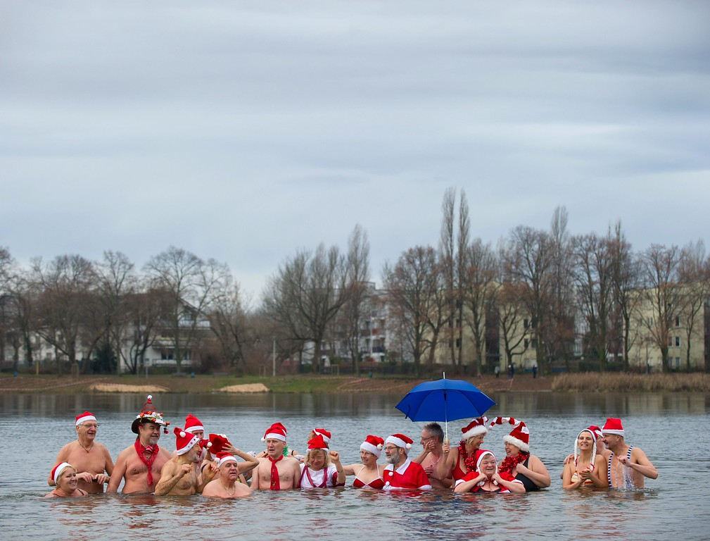 . Members of the \'Berliner Seehunde\' (Berlin Seals) club swim in Lake Orankesee in Berlin, Germany, 25 December 2013. Swimming on Christmas day is a tradition with winter swimmers.  EPA/TIM BRAKEMEIER