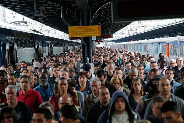 PHOTOS: Rail workers strike in Paris