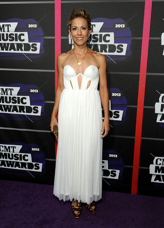 . Sheryl Crow arrives at the 2013 CMT Music Awards at Bridgestone Arena on Wednesday, June 5, 2013, in Nashville, Tenn. (Photo by Frank Micelotta/Invision/AP)