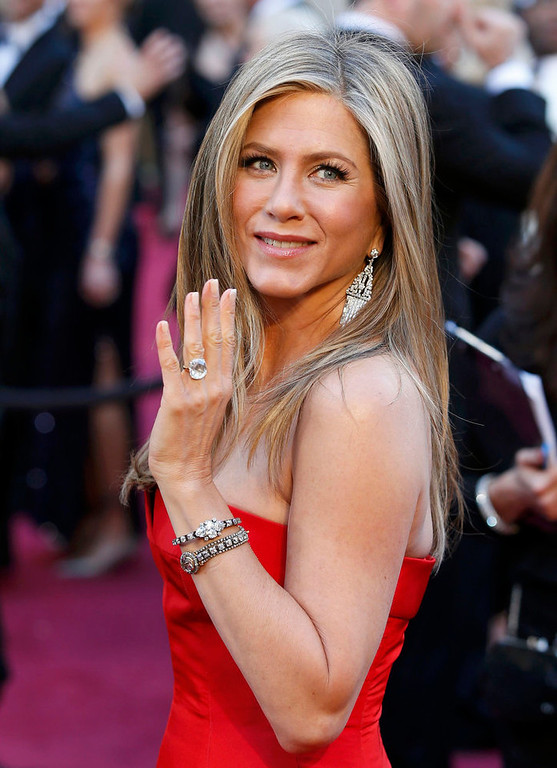 . Jennifer Aniston arrives at the 85th Academy Awards in Hollywood, California February 24, 2013.  REUTERS/Adrees Latif