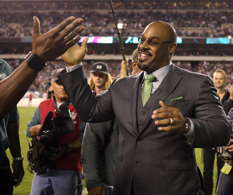 . Former Philadelphia Eagles quarterback Donovan McNabb celebrates as his jersey number is retired during a halftime ceremony during the Eagles\' NFL football game against the Kansas City Chiefs on Thursday, Sept. 19, 2013, in Philadelphia. (AP Photo/Philadelphia Daily News, Yong Kim)