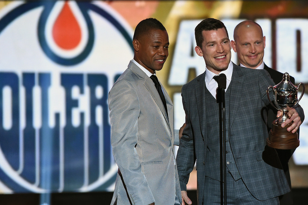 . Actor Cuba Gooding Jr. presents Andrew Ference of the Edmonton Oilers with the King Clancy Memorial Trophy during the 2014 NHL Awards at the Encore Theater at Wynn Las Vegas on June 24, 2014 in Las Vegas, Nevada.  (Photo by Ethan Miller/Getty Images)