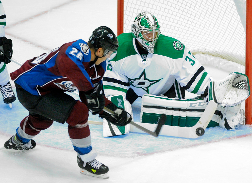 . Colorado center Paul Stastny (26) tried to lift a shot past Dallas goaltender Kari Lehtonen (32) in the second period.  Photo By Karl Gehring/The Denver Post
