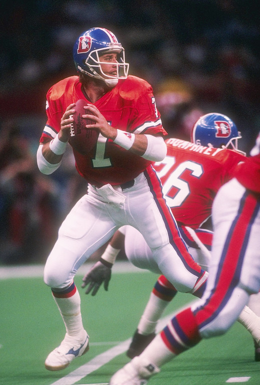 . Quarterback John Elway #7 of the Denver Broncos prepares to pass the ball at Super Bowl XXIV against the San Francisco 49ers at the Louisiana Superdome in New Orleans, Louisiana. (Rick Stewart/Allsport)
