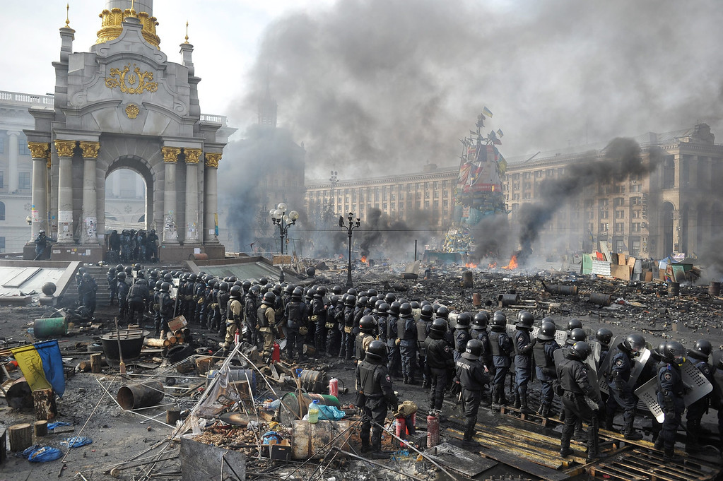 . Riot police officers stand on Independence Square during on-going anti-government protests in downtown Kiev, Ukraine, 19 February 2014.   EPA/ALEXEY FURMAN