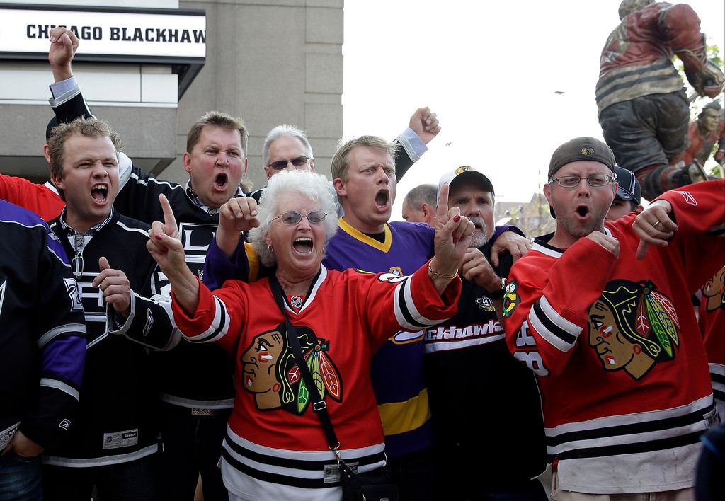 . Fans cheer as they arrive at United Center before Game 7 of the Western Conference finals in the NHL hockey Stanley Cup playoffs between the Chicago Blackhawks and the Los Angeles Kings, Sunday, June 1, 2014, in Chicago. (AP Photo/Nam Y. Huh)