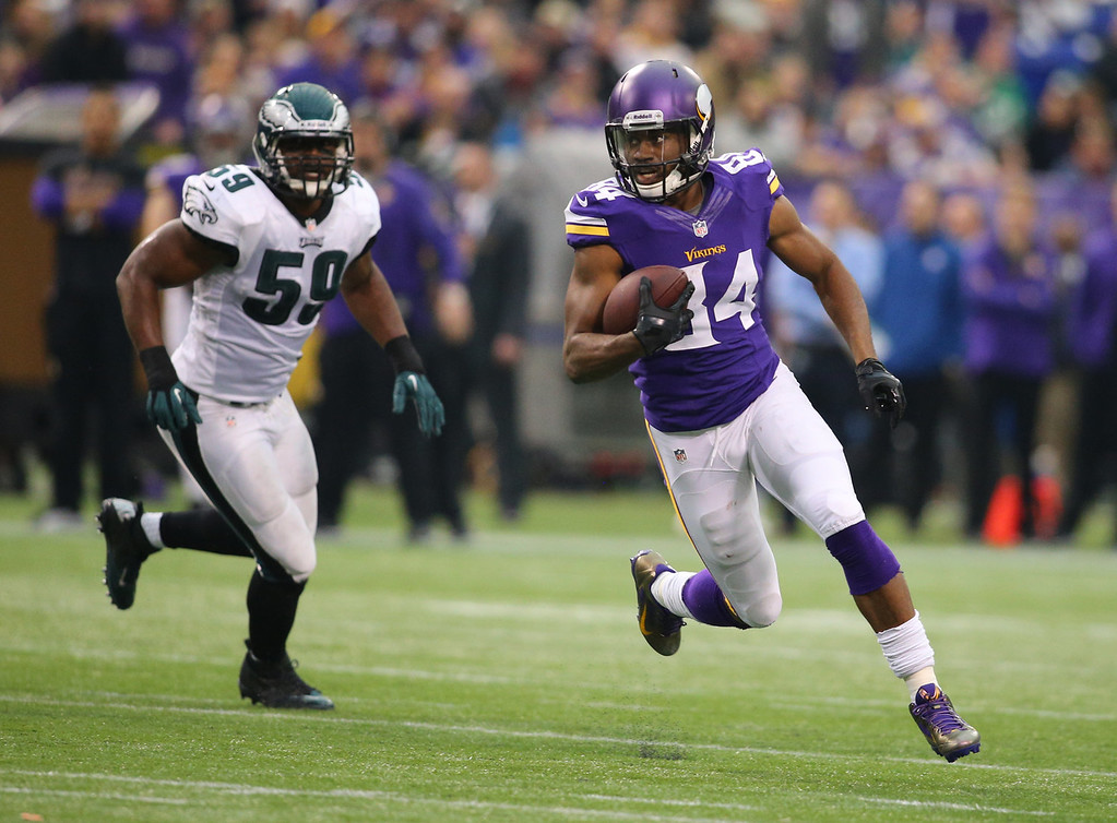 . Cordarrelle Patterson #84 of the Minnesota Vikings carries the ball for a gain against the Philadelphia Eagles on December 15, 2013 at Mall of America Field at the Hubert H. Humphrey Metrodome in Minneapolis, Minnesota. (Photo by Adam Bettcher/Getty Images)