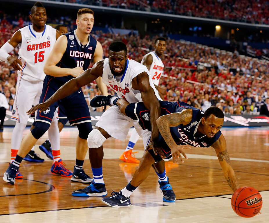 . ARLINGTON, TX - APRIL 05:  Ryan Boatright #11 of the Connecticut Huskies and Patric Young #4 of the Florida Gators battle for a loose ball during the NCAA Men\'s Final Four Semifinal at AT&T Stadium on April 5, 2014 in Arlington, Texas.  (Photo by Tom Pennington/Getty Images)