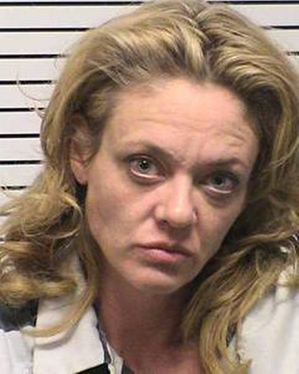 ". This photo provided by Iredell County, NC, sheriffís department, Lisa Robin Kelly is shown. Kelly is free on bond after being arrested for assault. Police in the Charlotte, N.C., suburb of Mooresville arrested the 42-year-old Kelly and 61-year-old husband Robert Joseph Gilliam after responding to a disturbance at their home Monday, Nov. 26, 2012. Both are free on bond. Gilliam is charged with misdemeanor assault on a female. Kelly is charged with misdemeanor assault. They were taken to the Iredell County Detention Center and released on $500 bond apiece. They have a court date of Jan. 25. It\'s not known if either has an attorney. Kelly portrayed Laurie Forman, sister of Topher Grace\'s lead character Eric, on the FOX series, which ended in 2006. She also appeared on the TV shows ""Murphy Brown\"" and \""Married . . . With Children.\"" (AP Photo/Iredell County, NC, sheriffís department)"