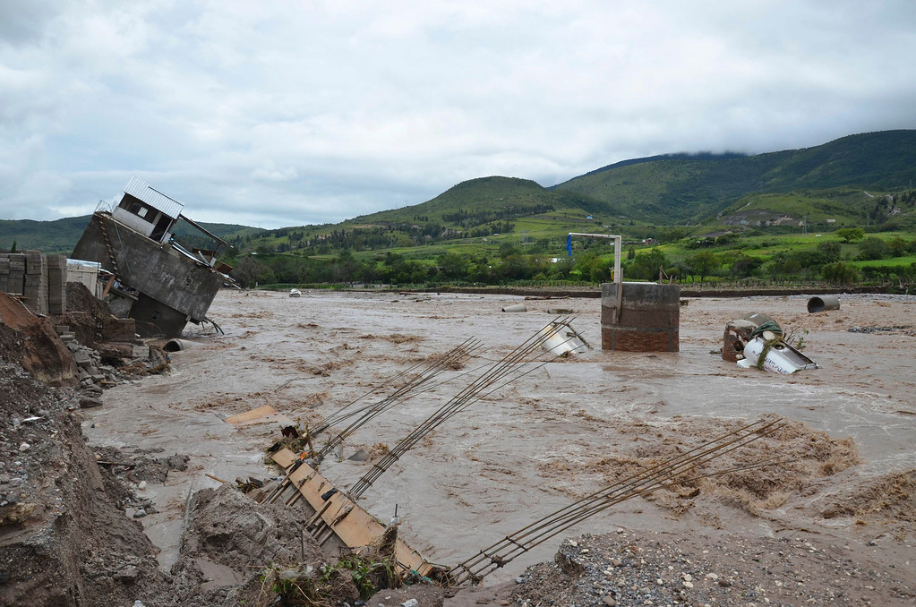 . A home dangles on the banks of the Huacapa River overflowed due to heavy rains caused by Tropical Storm Manuel near the town of Petaquillas, Mexico, Tuesday, Sept. 17, 2013. Twin storms left scenes of havoc on both of Mexico\'s coasts on Tuesday, with tens of thousands of tourists stranded in resort city of Acapulco on the Pacific and heavy damage reported along the Gulf coast. City officials said some 23,000 homes, mostly on Acapulco\'s outskirts, were without electricity and water.  An unknown number of homes were badly damaged by landslides and flooding. (AP Photo/Alejandrino Gonzalez)