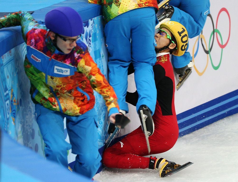 . Fan Kexin of China crashes during semi final 2 in women\'s 500m of the Short Track events in the Iceberg Skating Palace at the Sochi 2014 Olympic Games, Sochi, Russia, 13 February 2014.  EPA/HOW HWEE YOUNG