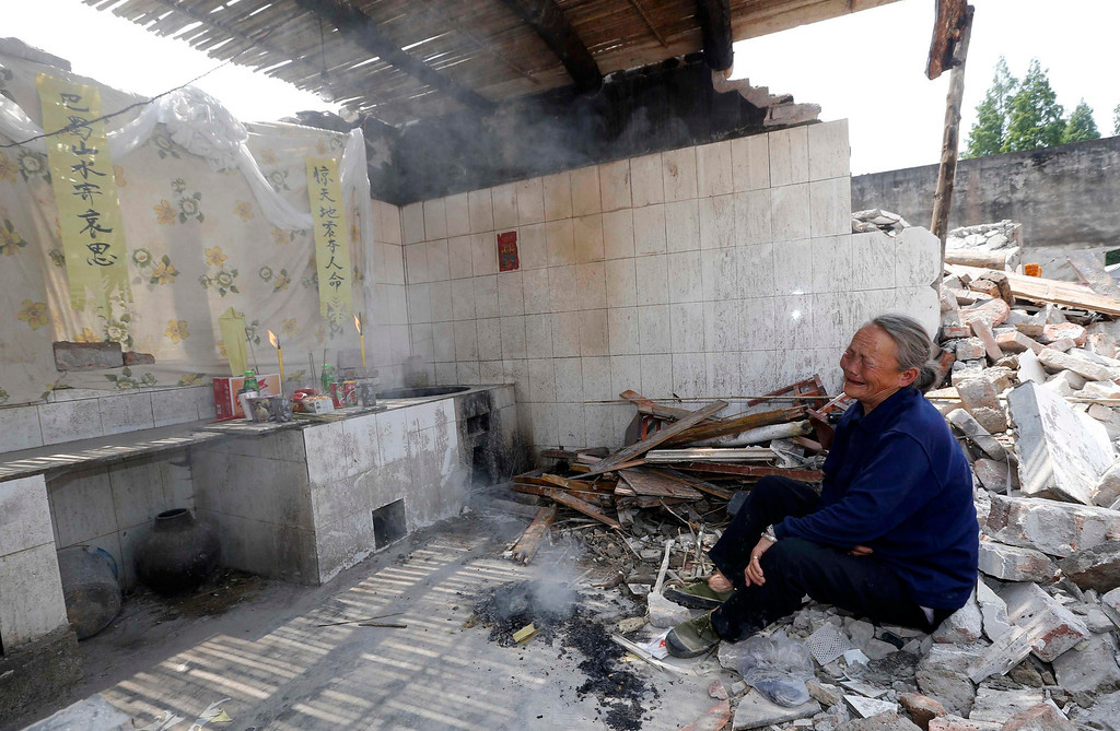 . An elderly woman cries as she mourns her relative who was killed in last Saturday\'s earthquake, in Longmen township of Lushan county, Sichuan province April 26, 2013. Friday marks the seventh day since the earthquake, an important day in China\'s traditional mourning process which lasts up to seven weeks. The earthquake has left 196 dead, 21 missing and more than 11,000 injured, according to Xinhua News Agency. REUTERS/Stringer