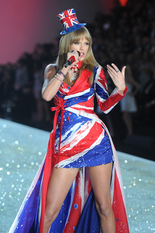 . Singer Taylor Swift performs at the 2013 Victoria\'s Secret Fashion Show at Lexington Avenue Armory on November 13, 2013 in New York City.  (Photo by Jamie McCarthy/Getty Images)