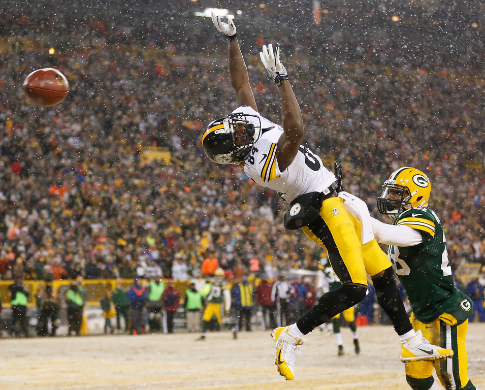 . Green Bay Packers\' Sean Richardson breaks up a pass intended for Pittsburgh Steelers\' Antonio Brown during the first half of an NFL football game Sunday, Dec. 22, 2013, in Green Bay, Wis. (AP Photo/Jeffrey Phelps)