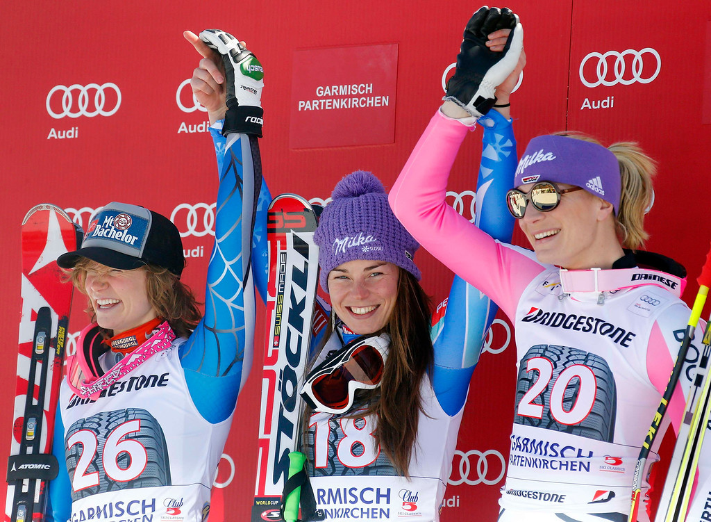 . Laurenne Ross (L) of the U.S., Slovenia\'s Tina Maze (C) and Germany\'s Maria Hoefl-Riesch pose during the winners presentation of the women\'s Alpine Skiing World Cup Downhill race in Garmisch-Partenkirchen March 2, 2013.  REUTERS/Michael Dalder
