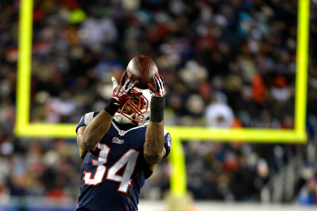 . Running back Shane Vereen #34 of the New England Patriots eyes the ball in the first half against the Broncos at Gillette Stadium in Foxborough MA, November 24, 2013 Denver. (Photo By Joe Amon/The Denver Post)