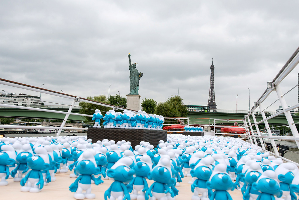 . 3000 smurf figurines pass the Eiffel Tower and a replica of the Statue of Liberty as they travel down the River Seine to mark Global Smurfs Day on June 22, 2013 in Paris, France.  (Photo by Dominique Charriau/Getty Images for Sony Pictures Entertainment)