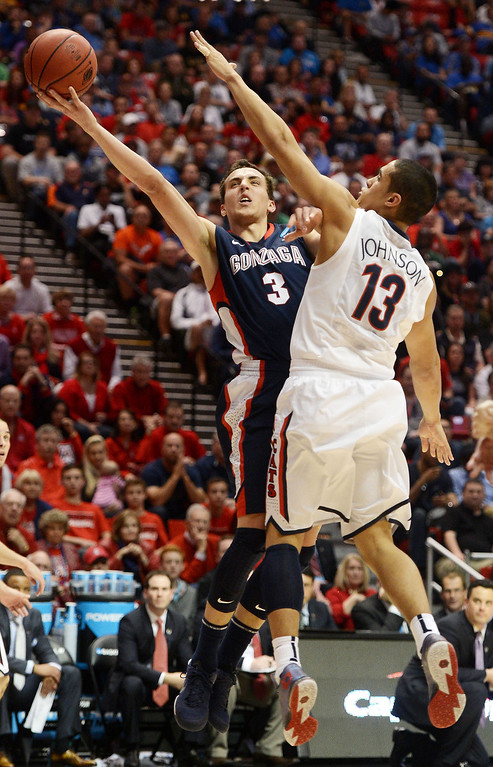 . Kyle Dranginis #3 of the Gonzaga Bulldogs shoots against Nick Johnson #13 of the Arizona Wildcats in the first half during the third round of the 2014 NCAA Men\'s Basketball Tournament at Viejas Arena on March 23, 2014 in San Diego, California.  (Photo by Donald Miralle/Getty Images)