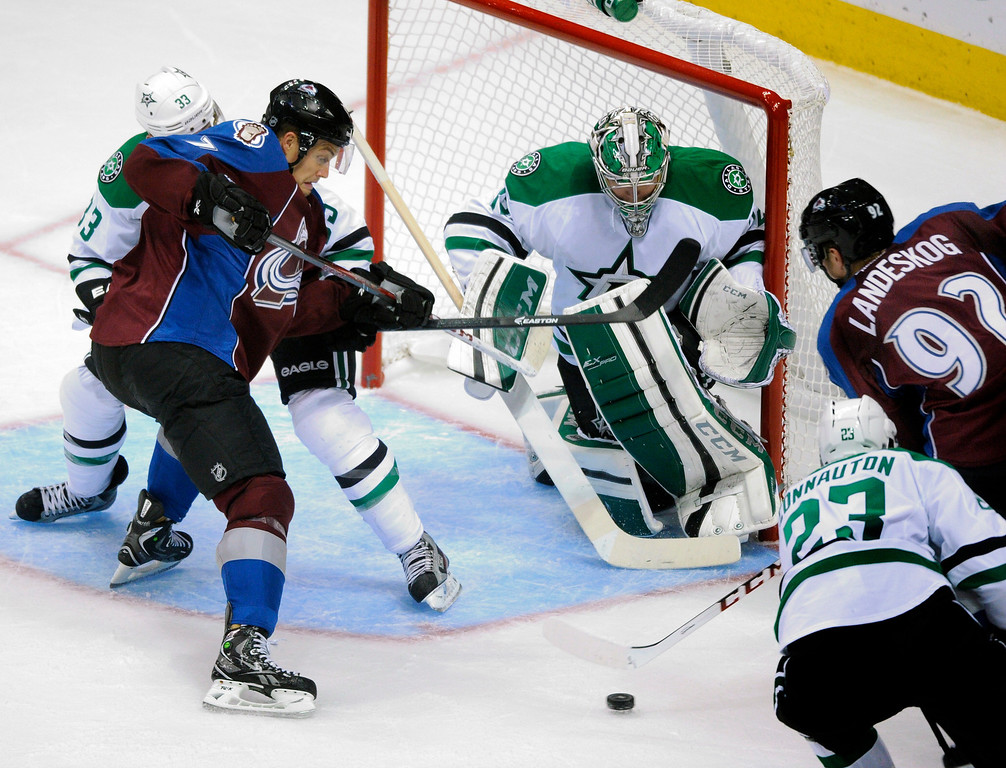 . Colorado wing Gabriel Landeskog (92) found an opening past Dallas goaltender Kari Lehtonen (32) for a goal in the second period. The Colorado Avalanche hosted the Dallas Stars at the Pepsi Center Tuesday night, September 24, 2013. Photo By Karl Gehring/The Denver Post