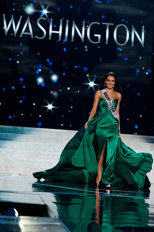 . This photo provided by the Miss Universe Organization, Miss Washington USA 2013, Cassandra Searles competes in her evening gown during the 2013 Miss USA Competition Preliminary Show  in Las Vegas  on Wednesday June 12, 2013.  She will compete for the title of Miss USA 2013 and the coveted Miss USA Diamond Nexus Crown on June 16, 2013.  (AP Photo/Miss Universe Organization, Patrick Prather)
